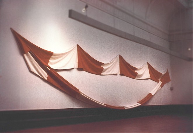 Hanging Circle / 1977 / acrylic on canvas / diameter 15.24 m